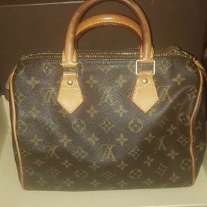 f08492fbf382 2. Louis Vuitton · Louis vuitton speedy 25.  650  1